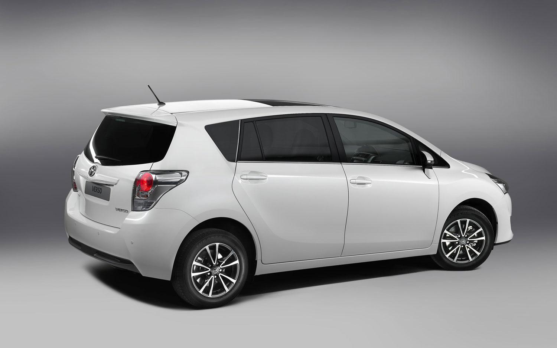 2013 Toyota Auris Touring Sports | Owner Manual PDF