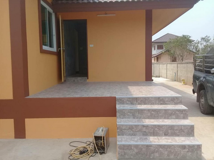 These houses consist of 2-3 bedrooms, 1-2 bathrooms, living room, and a kitchen with a building area of 150 square meters below. Suitable for medium-sized families. Check out our collection of a family home that you can genuinely own for yourself and your family.