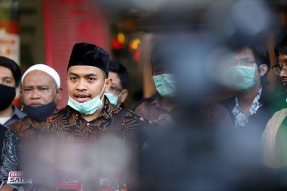 Habib Rizieq Dituntut 6 Tahun Bui, Pengacara: Di Indonesia 'Maling' Lebih Dihargai Dibandingkan Ulama!