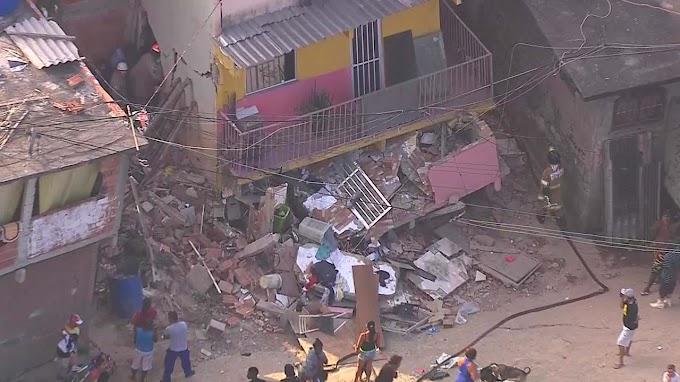 Casa de três andares desaba na Zona Oeste do Rio de Janeiro
