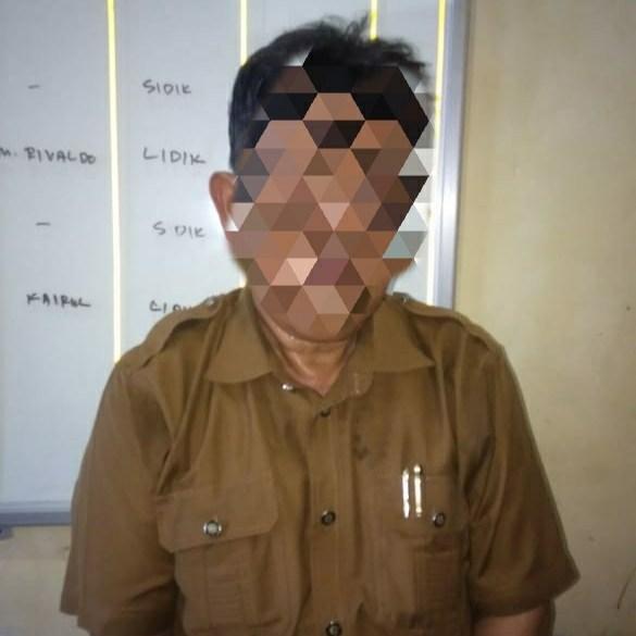 Tak Diberi Jatah Istri Selama Seminggu, Seorang Oknum Guru SMA di Padang Pariaman Cabuli Siswinya