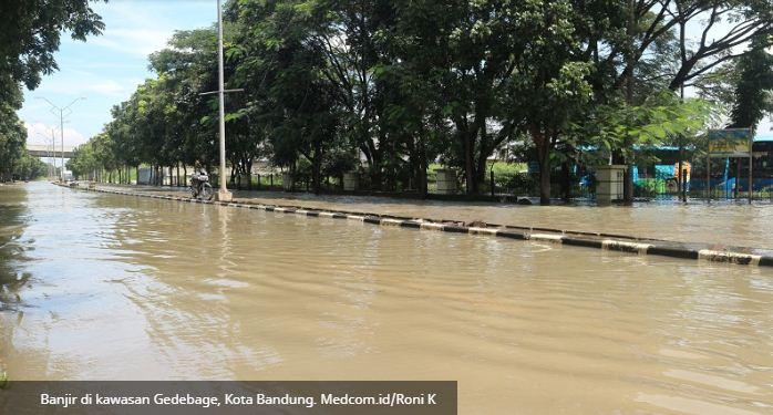 banjir akses jalan masuk GBLA