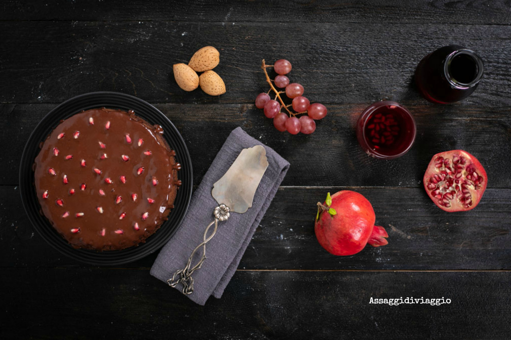 Torta morbida al cioccolato e melagrana