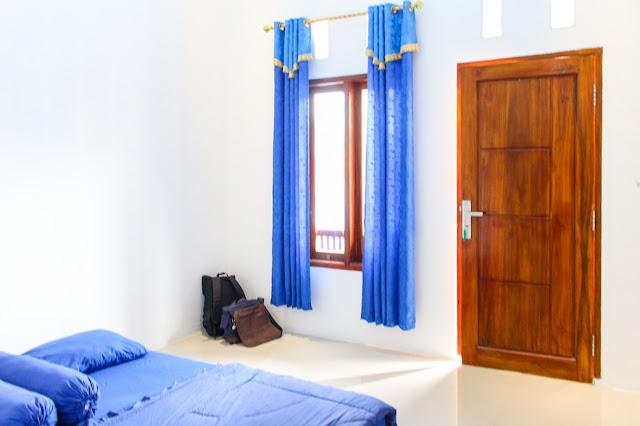 kamar villa mutiara sawarna