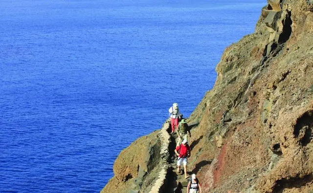 Walking with an edge in Cape Verde