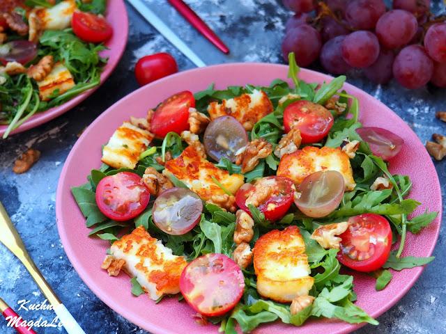 Sałatka z serem halloumi i pomidorkami