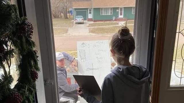 مدرس رياضيات يتحدى كورونا