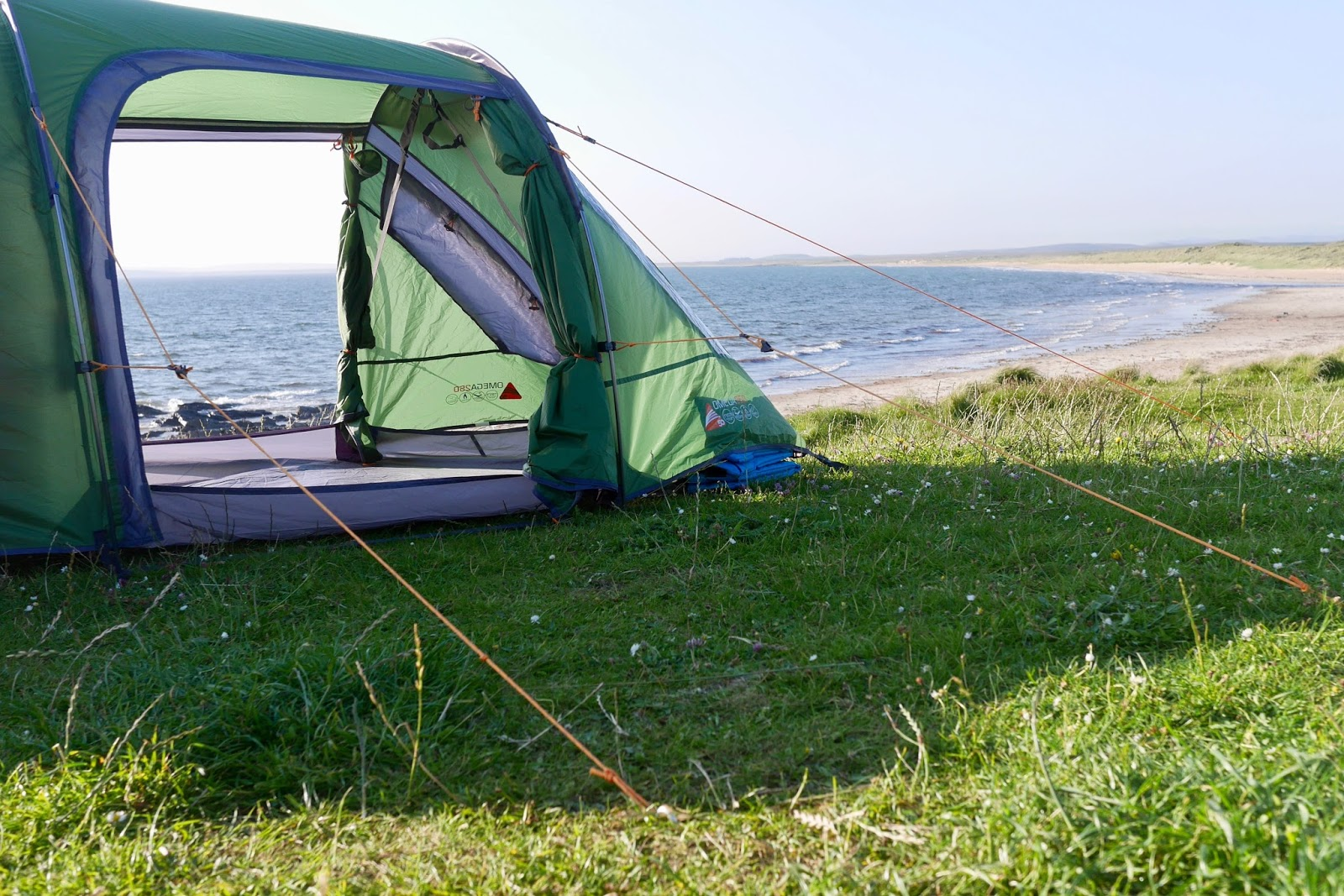 Wild camping spot on Islay where you camp on the dunes of a huge golden sandy beach, www.CalMCTravels.com, The best campsites in Scotland