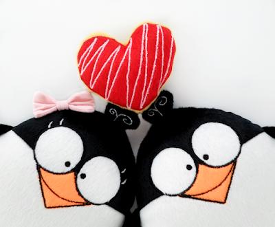 Guyuminos Pareja de pingüinos con corazón