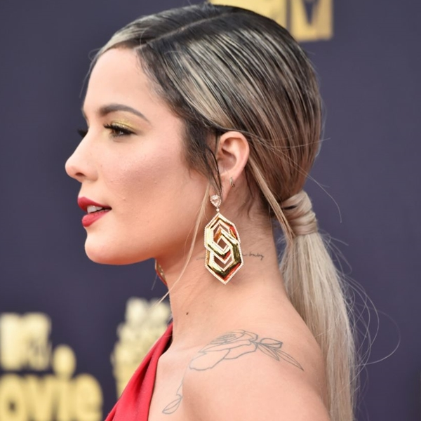 penteado coque baixo cabelo loiro mtv movie tv awards