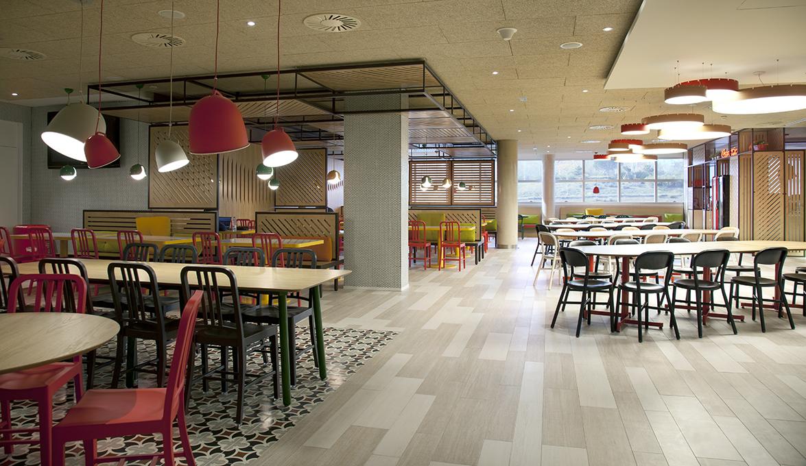 Marzua stone designs renueva el comedor de las oficinas centrales de coca cola en espa a - Oficinas centrales de sanitas en madrid ...