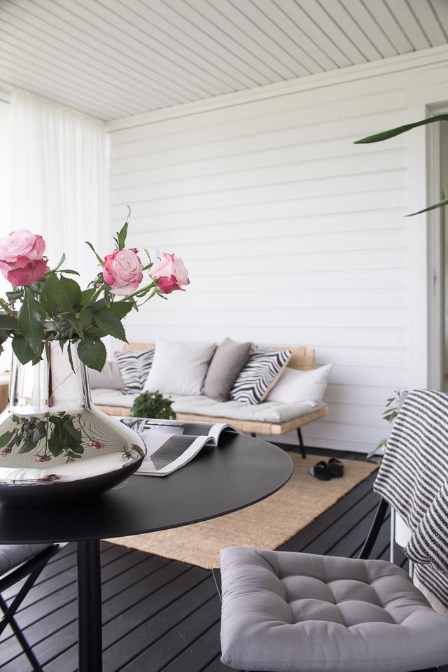 Villa H, lasitettu terassi, kesä olohuone, ruusut, georg jensen,