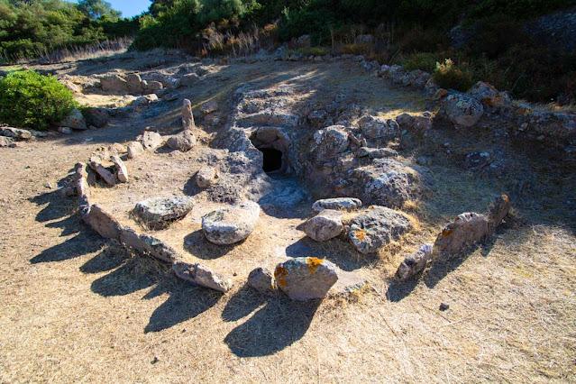 Necropoli di Montessu-Tomba a corridoio