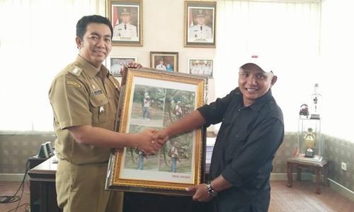 Masyarakat Nanggalo Beri Penghargaan Humas Kota Padang