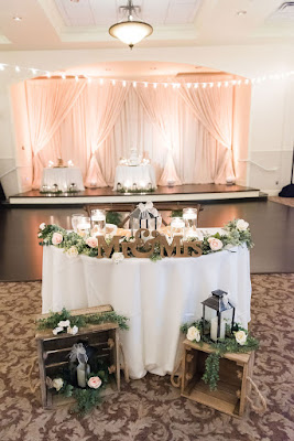 rustic sweetheart table display