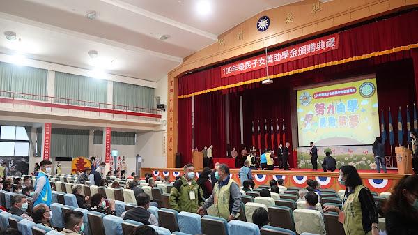 榮民榮眷基金會鼓勵學子 頒榮民子女獎助學金