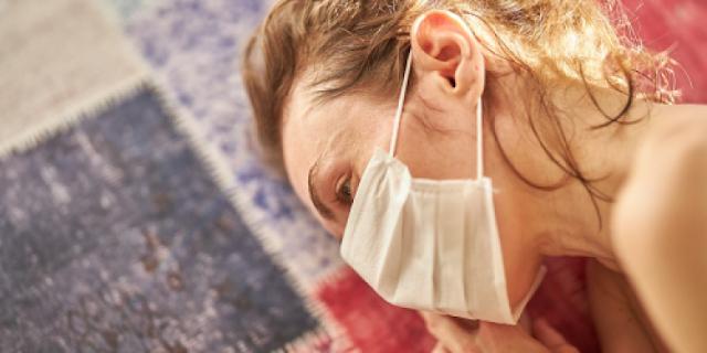 Pet znakova nove glavobolje od koronavirusa