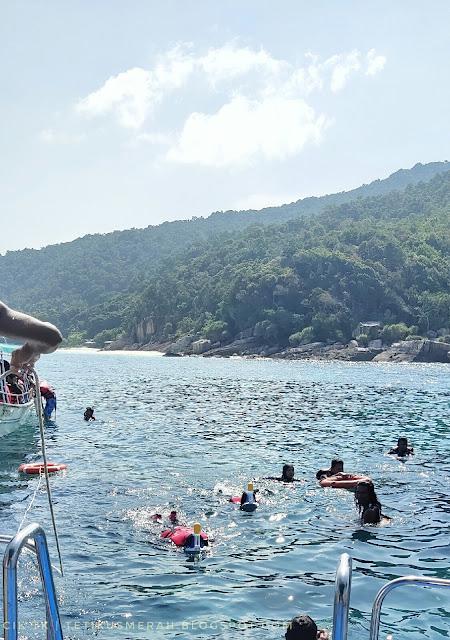 Jom snorkelling