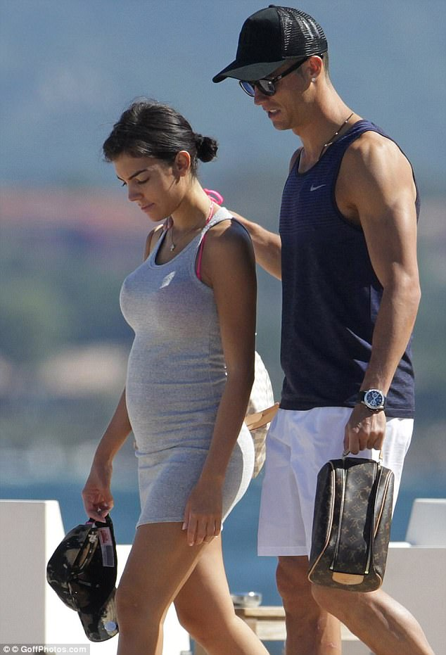 Cristiano-Ronaldos-girlfriend-Georgina-Rodríguez-pregnant-with-his-fourth-child