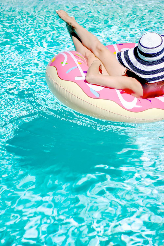 blogger pool party la petite noob a toronto based fashion and