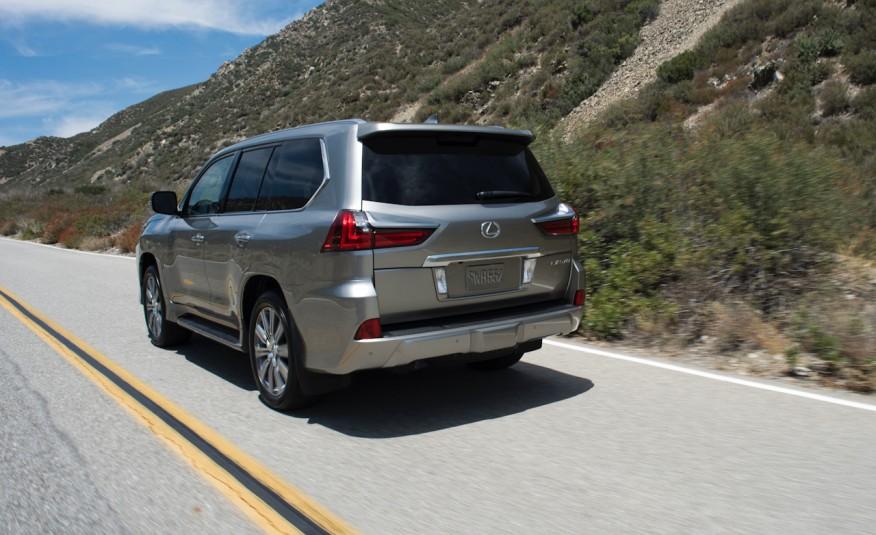 Hầu như Lexus LX 570 là số hiếm dòng xe hội tụ mọi khả năng, phù hợp mọi địa hình hiện nay