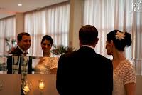 celebração de casamento civil realizada no salão de festas do condomínio atmosfera eco clube em porto alegre com decoração clássica elegante e sofisticada por fernanda dutra cerimonialista em porto alegre wedding planner em portugal especializada em destination wedding para brasileiros na europa