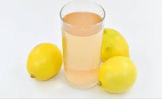 গ্রীষ্মে ওজন হ্রাসের 5 টি সেরা পানীয়ের একটি- লেবু জল (Lemon water)
