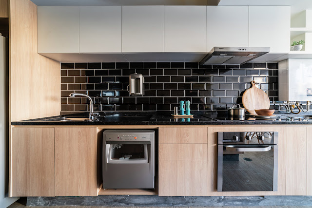 subway-tiles-black-cozinha