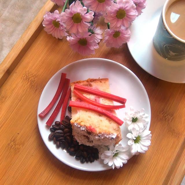 przepis na, jak, zrobić, ciasto, dobre, do kawy szybkie, ciasto z rabarbarem, rabarbar, najlepsze ciasto, wrzesień, najłatwiejsze ciasto, tanie, szybkie, proste, z rabarbarem, z owocami