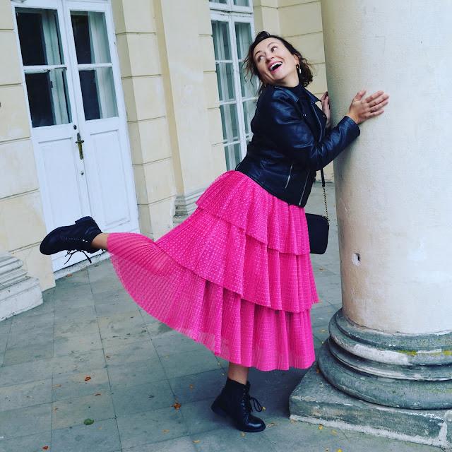 Adriana Style Blog, blog modowy Puławy, Fuksjowa Spódnica Nakd, Nakd Fuchia Skirt, Leather Biker Jacket, Ramoneska, Wojskowe Buty, Michael Kors Bag, torebka Michael Kors, Black & Fuschsia