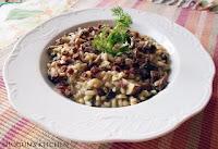 Ριζότο με μανιτάρια, σουτζούκι και κουκουνάρι - by https://syntages-faghtwn.blogspot.gr