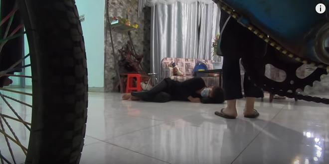 Youtuber Việt đóng giả người bị ho khan, co giật để câu view: Virus Corona không phải chuyện đùa.