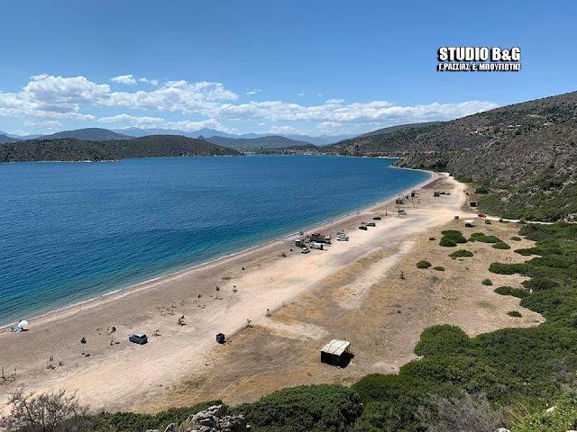 Κονδύλι: Η ονειρεμένη παραλία της Αργολίδας με τα γαλαζοπράσινα νερά