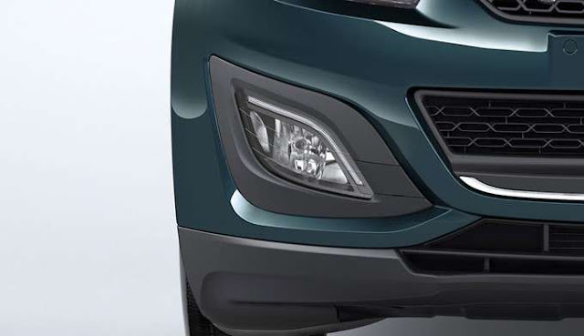 New Mahindra Marazzo Fog Light