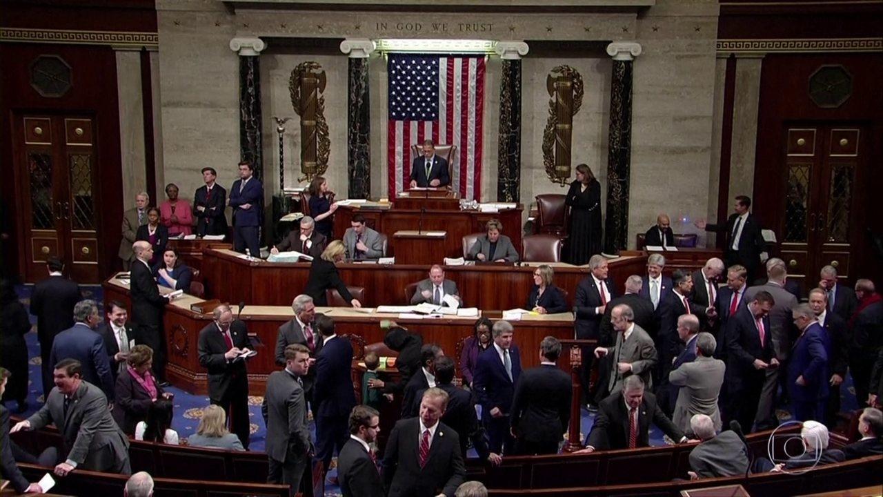 Câmara dos EUA aprova resolução para tentar impedir ações de Trump contra Irã