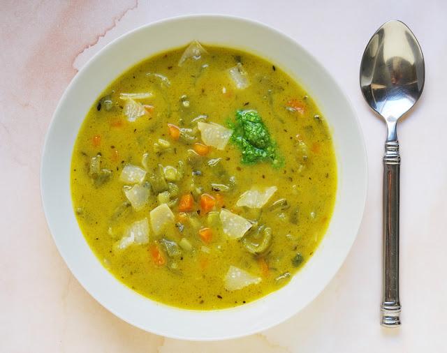 Soupe de cosses de fèves comme un minestrone