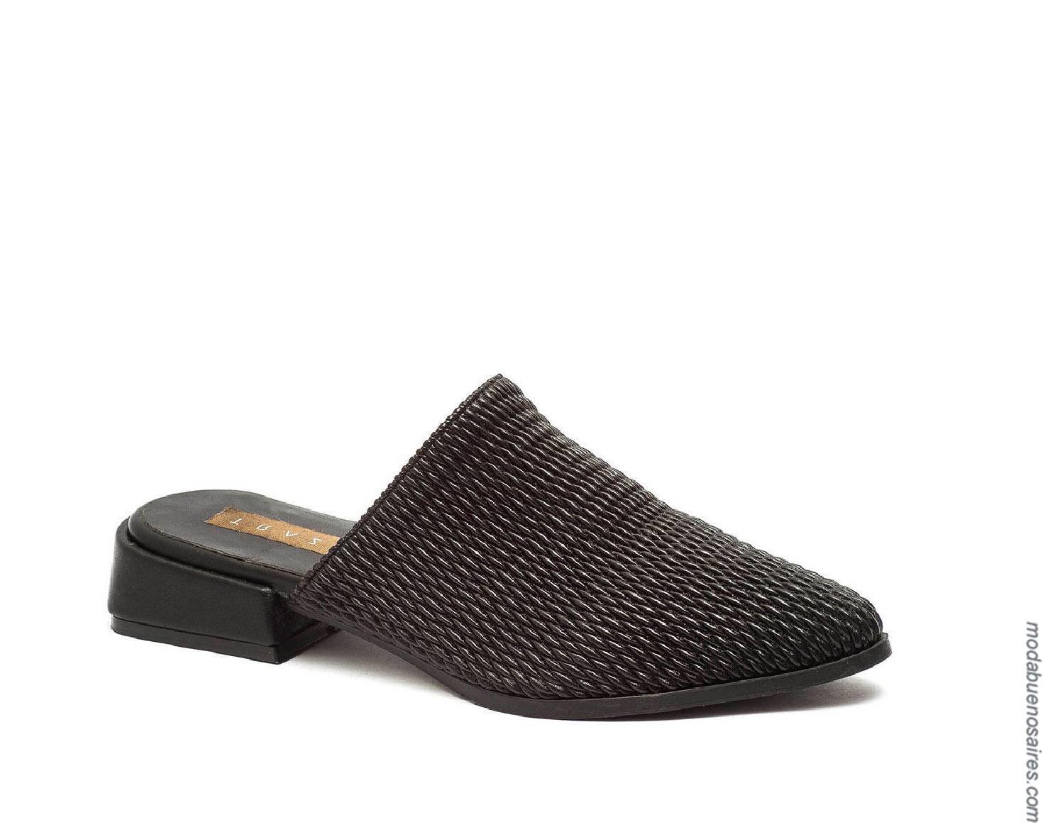 Moda sandalias bajas primavera verano 2020.