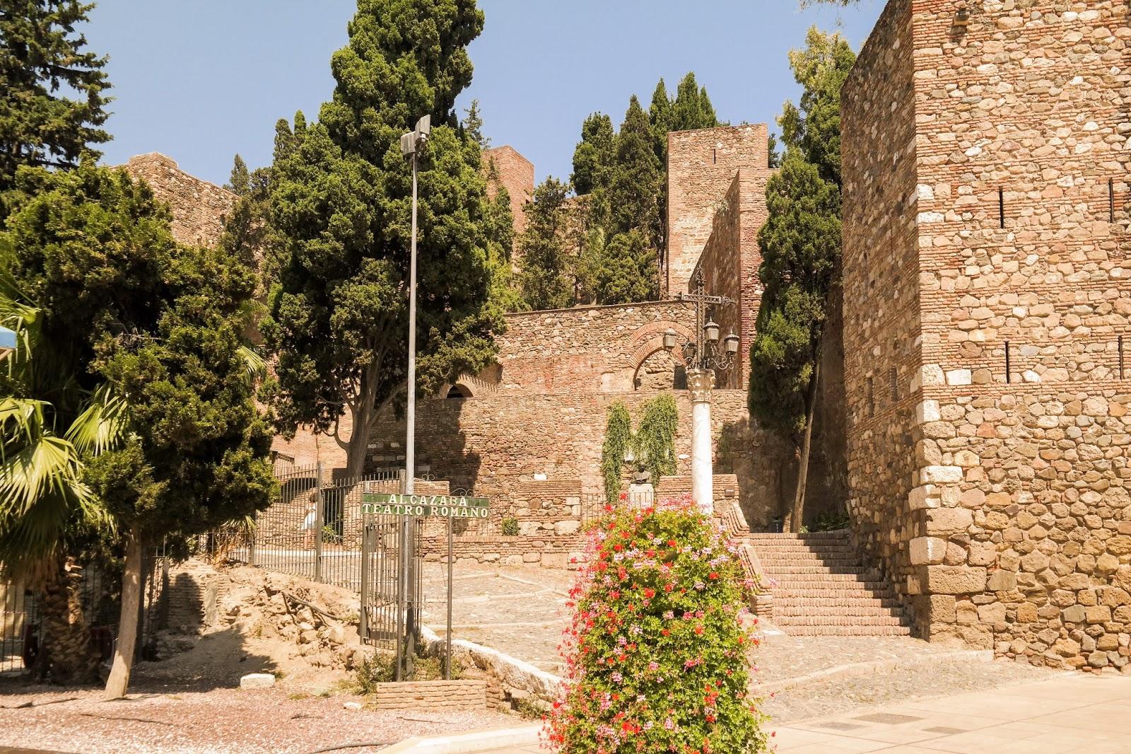 Wejście do Alcazaba Teatro Romano.