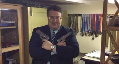 Депутатам запретили заходить с оружием в парламент