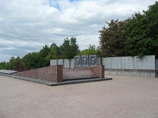 Святогірськ. Національний природний парк. Військовий меморіал