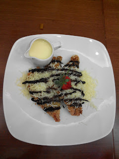 Banana Fritter with Vanilla Sauce