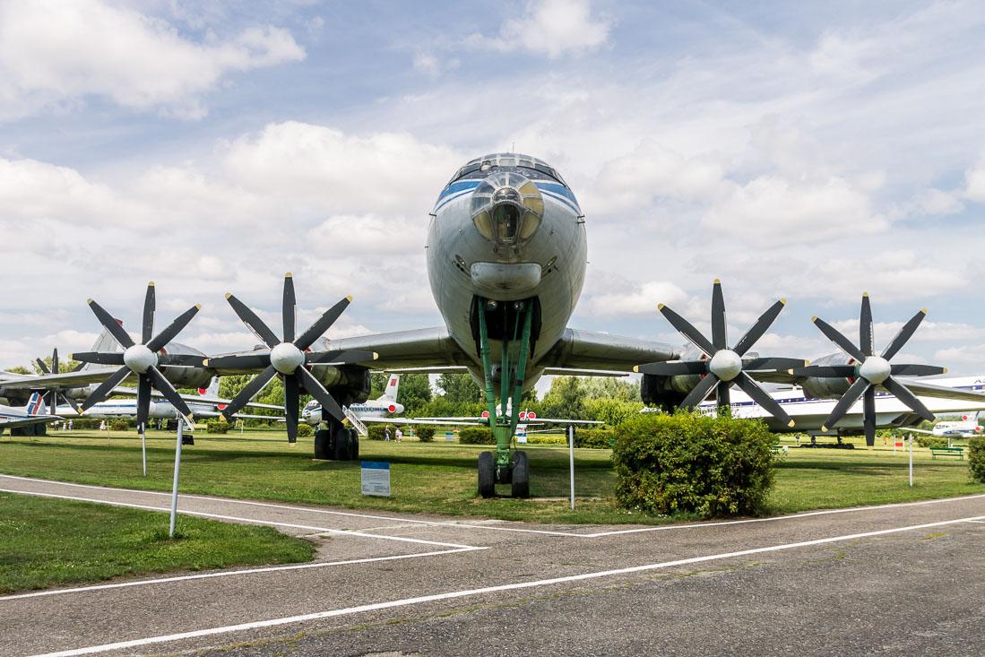 Самолёт Ту-114