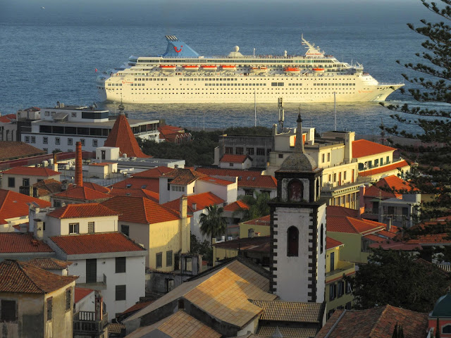 the Thomson Majesty departs once again from the Funchal harbor