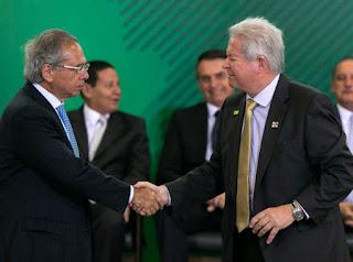 'Tem que vender essa porra logo', diz Paulo Guedes sobre Banco do Brasil