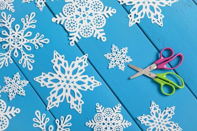 Как сделать снежинки своими руками