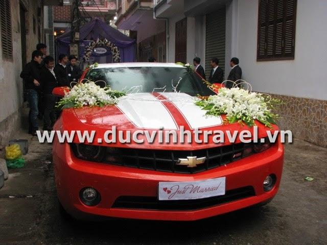 Xe cưới Camaro đỏ nổi bật của cặp đôi du học sinh Mỹ - DUC VINH TRANS