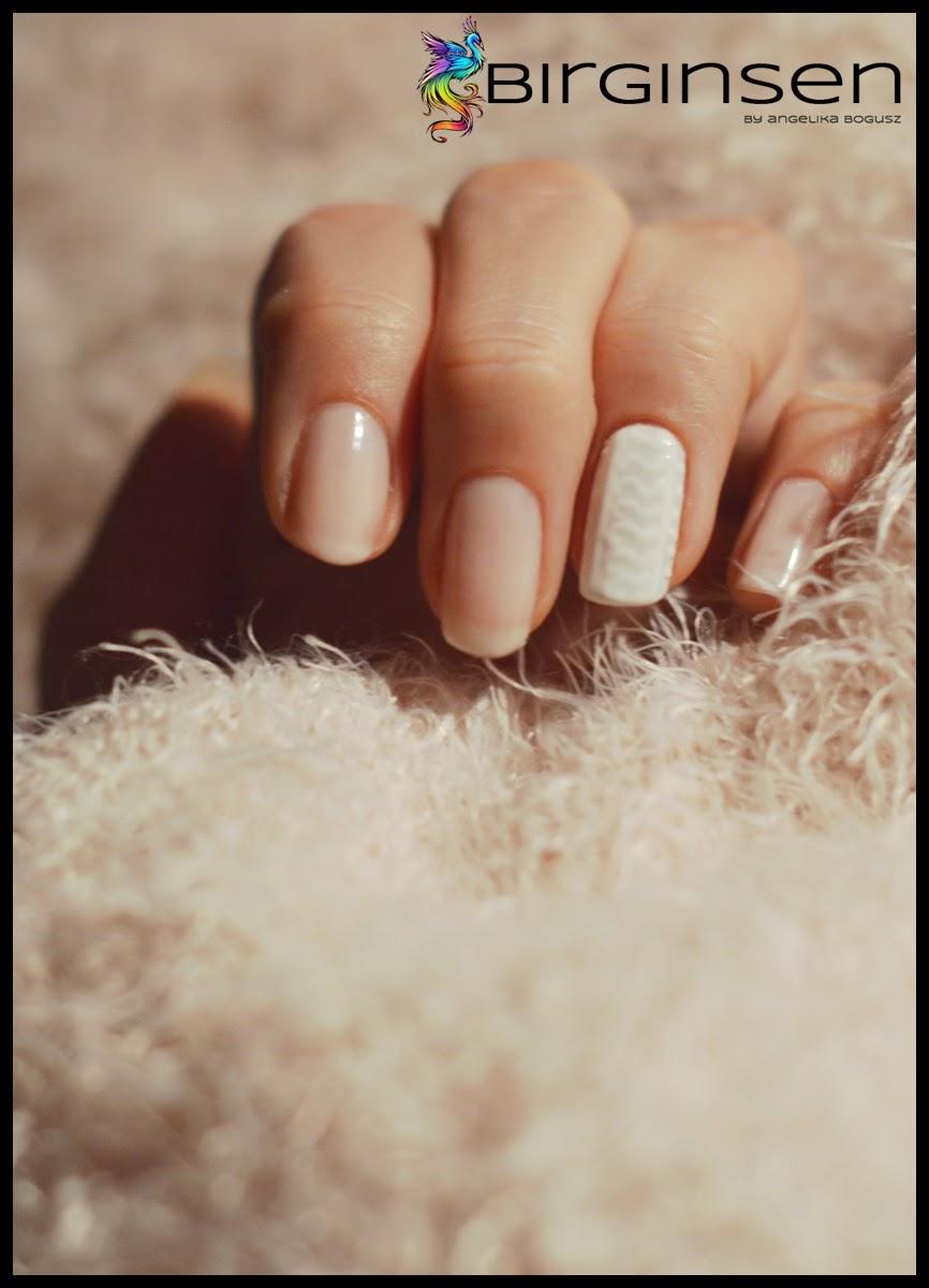 efekt swetra na paznokciach