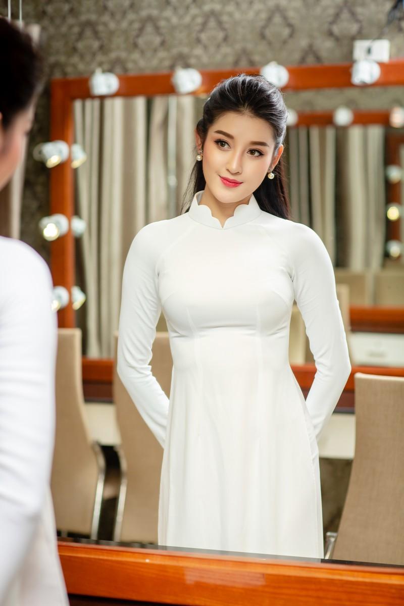 Huyền My đẹp dịu dàng trong trang phục áo dài trắng-ảnh 11
