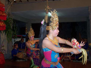 Bali Dancer.  Photo Asep Haryono