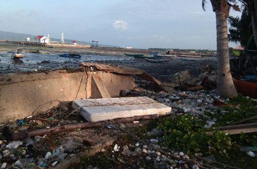 Ombak Air Laut Pasang Porak Poranda, Tanggul Tua Di Pantai Majapahit Selayar